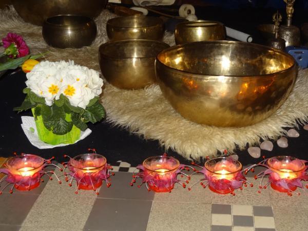 Bols + fleurs blanches + bougies