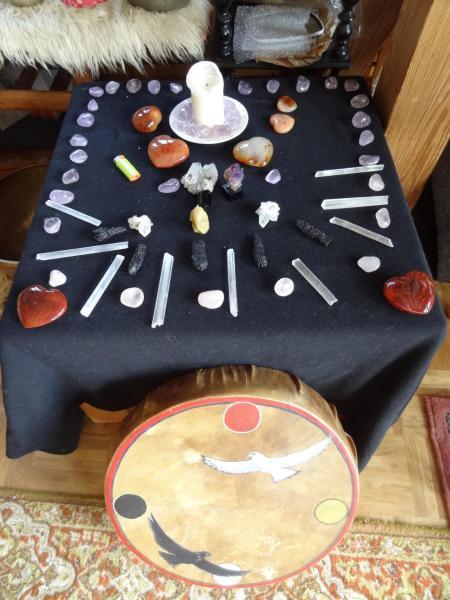 Pierres sur table et tambour